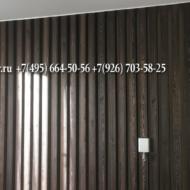 г. Видное квартира в новостройке. Декоративные рейки и фальшбалки на стене из Ангарской сосны, брашированные и окрашенные  маслом.